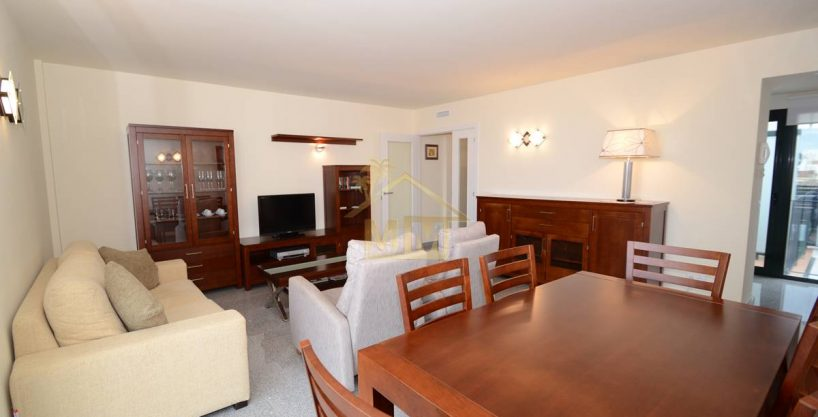 Es Castell | Top Floor apartment a short walk from Calas Fonts