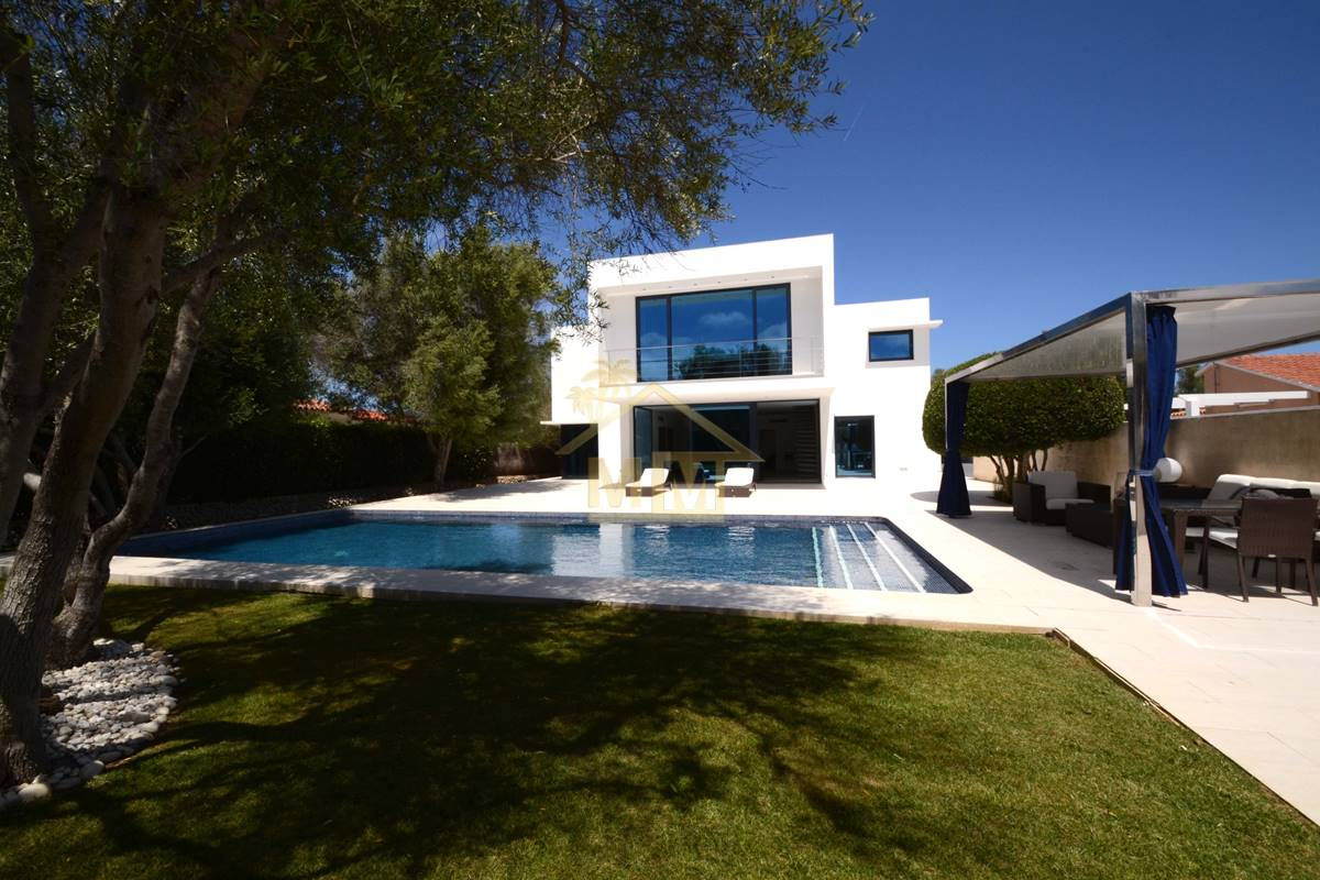 Binixica | Impeccable villa with luxury finish
