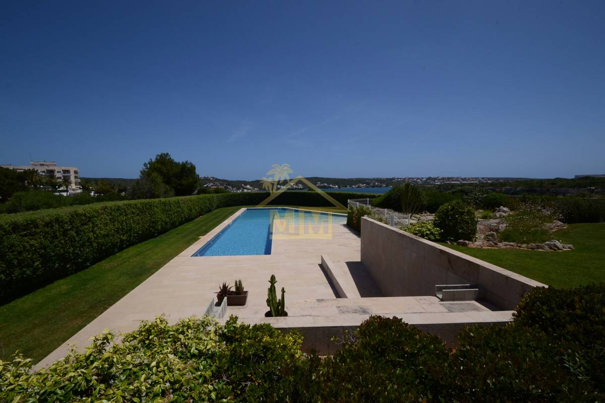 Port of Mahon | Large apartment with pool and views