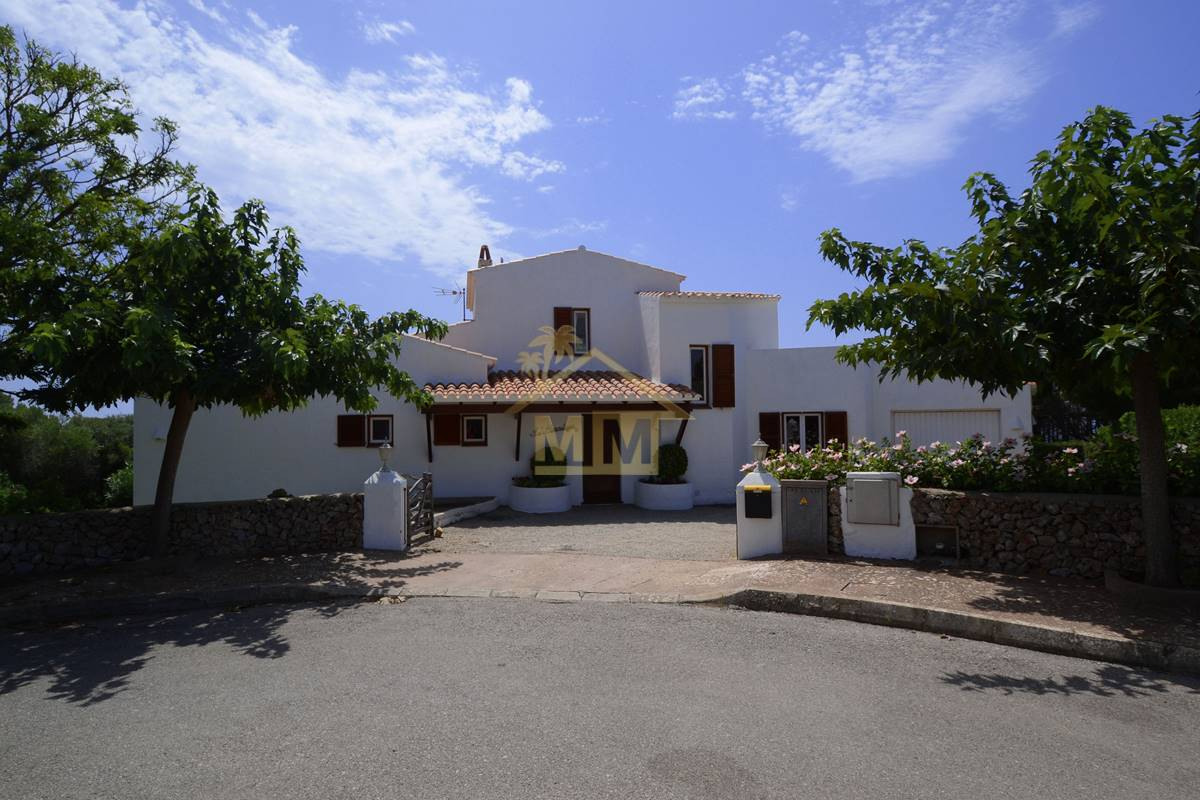 Binisafua | Immaculate villa with sea views
