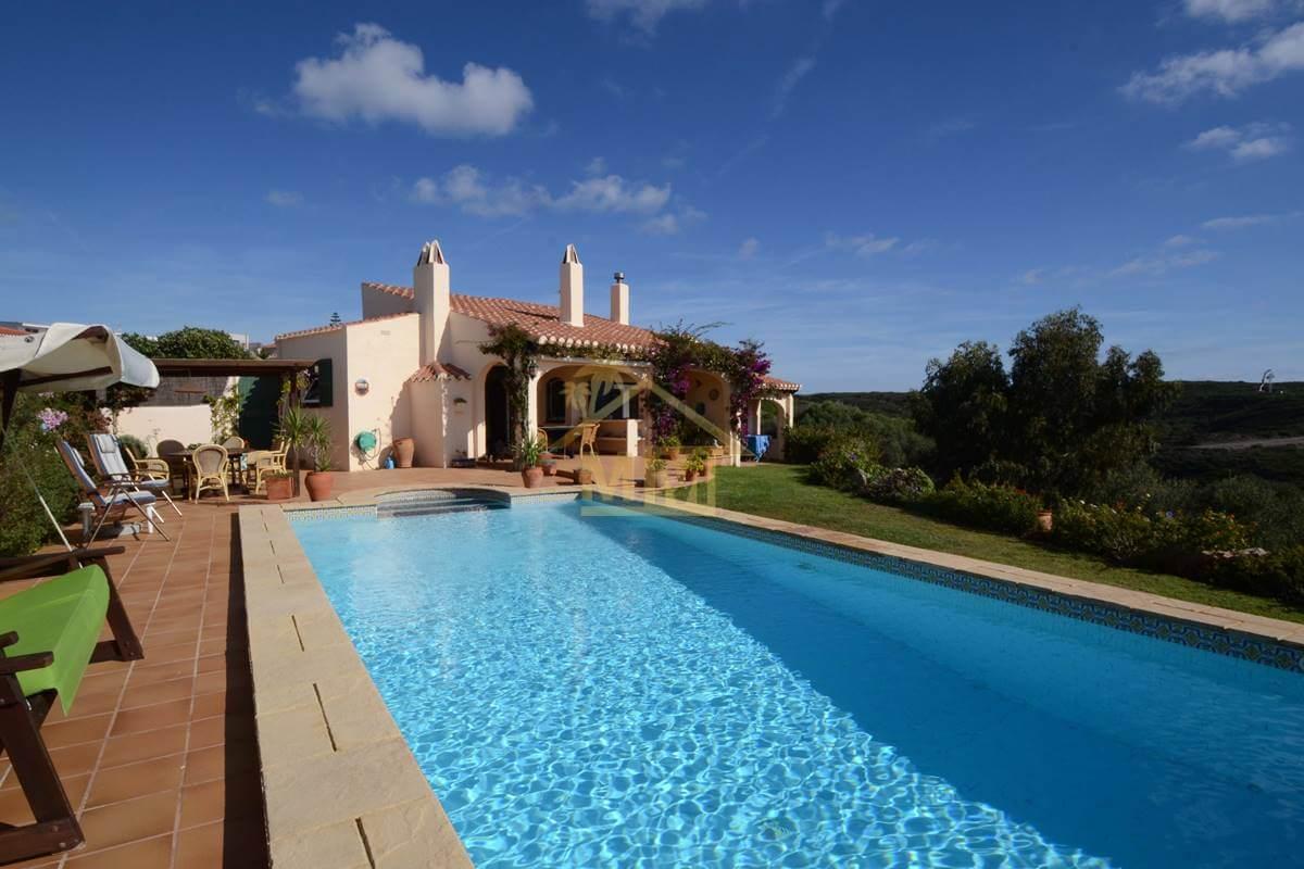 Cala Llonga | Attractive 4 bedroom villa with sea views