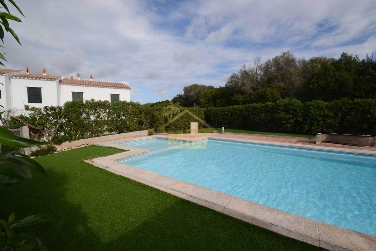 Canutells| Chalet adosado con piscina comunitaria
