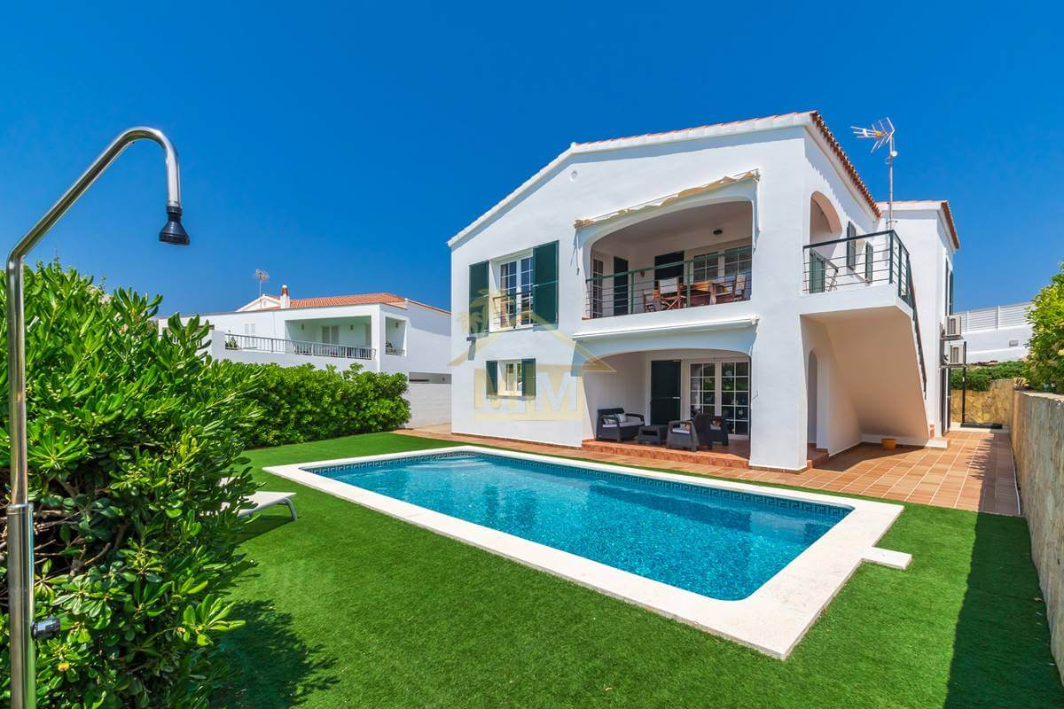 Cala Llonga | 4 bedroom villa in quiet location