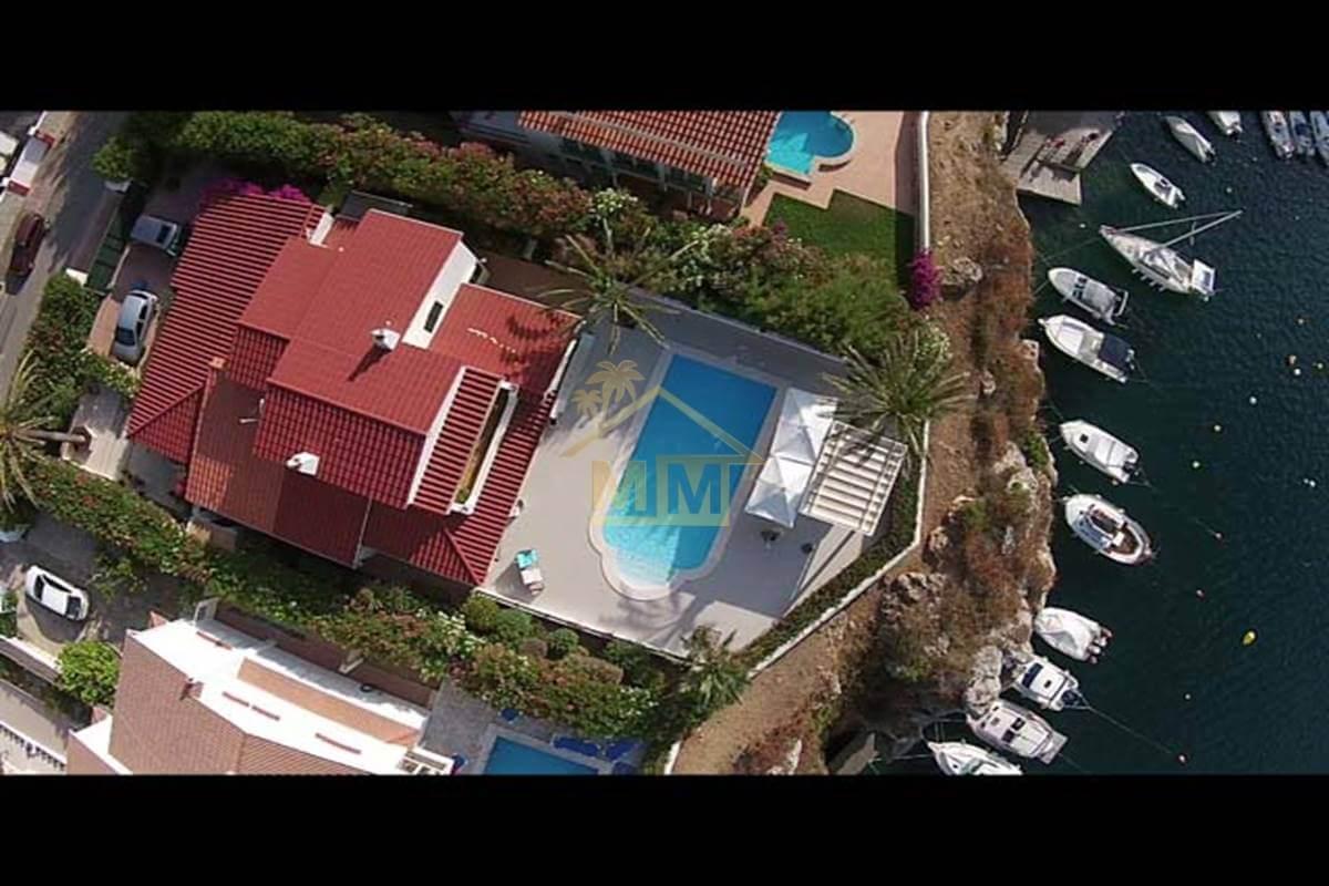 Santa Ana| Magnificent Villa with Stunning views