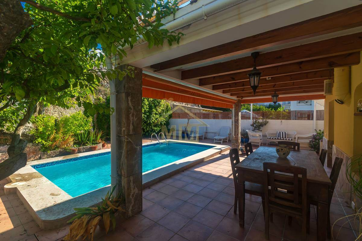 Santa Ana | Immaculate Villa in residential area