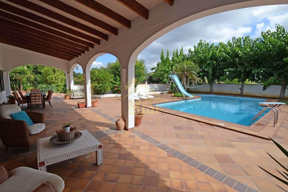 La Argentina   5 bedroom villa in quiet location