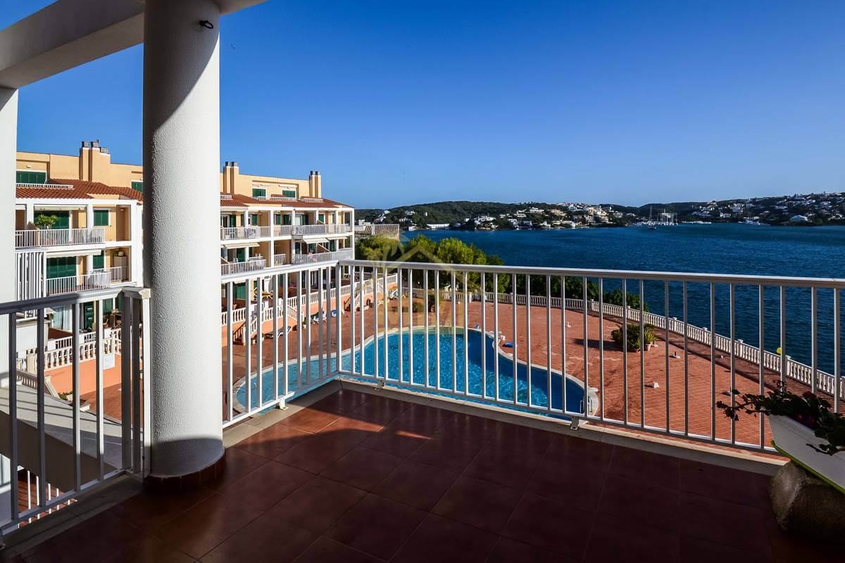 Es Castell | Duplex with stunning views and communal pool