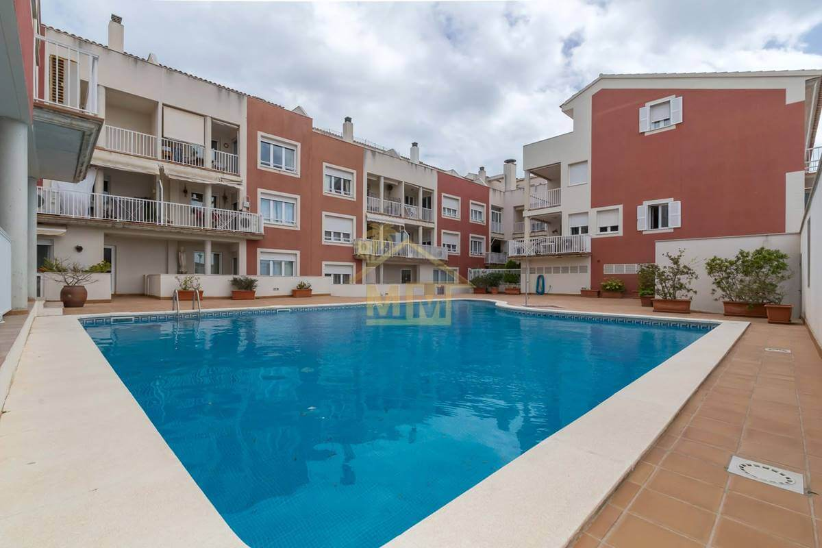 Es Castell|Smart first floor flat with communal pool