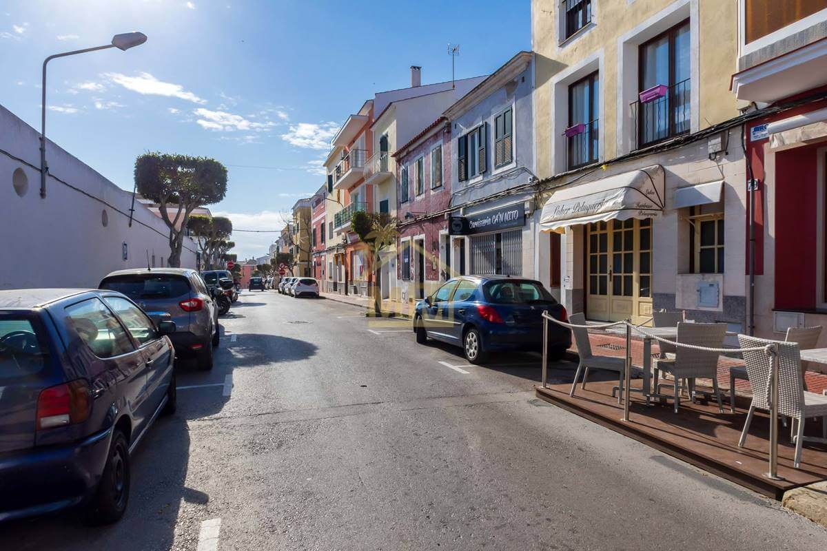 Es Castell | Shop in perfect location