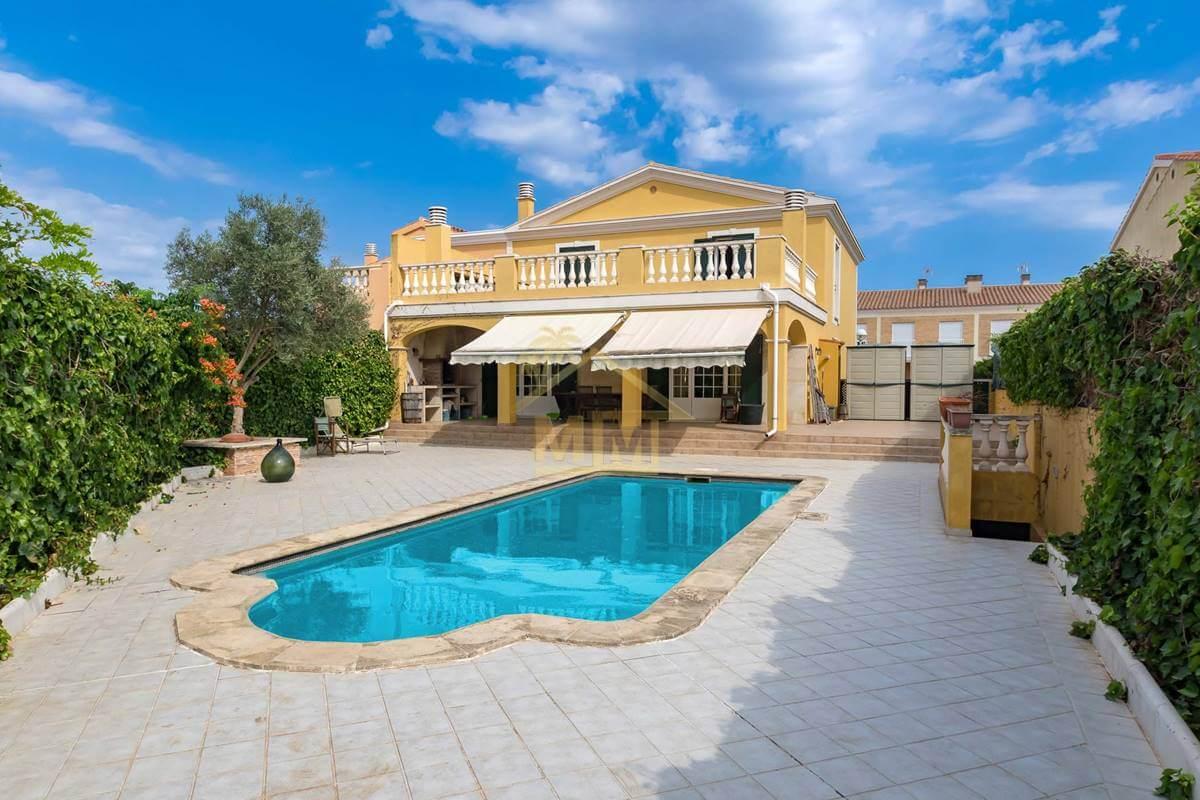Malbuger| Impresionante chalet con piscina