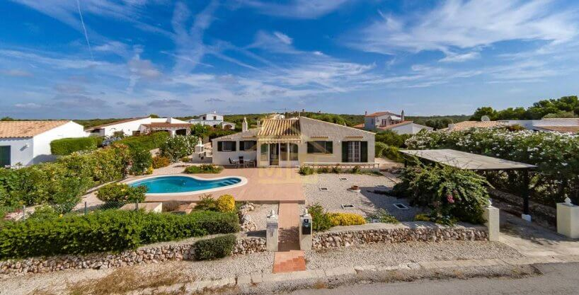 Binibeca| Villa with private swimming pool in quiet area