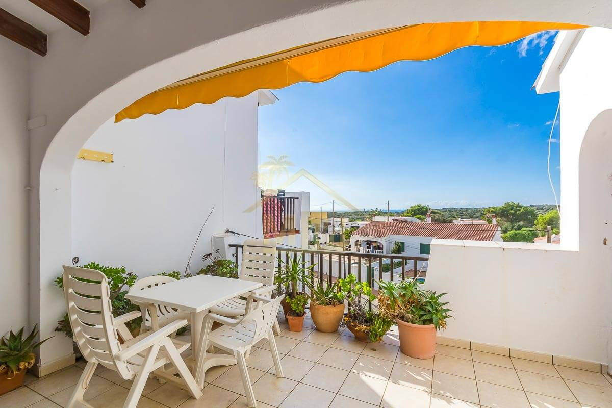 Calan Porter | Top floor apartment with communal pool
