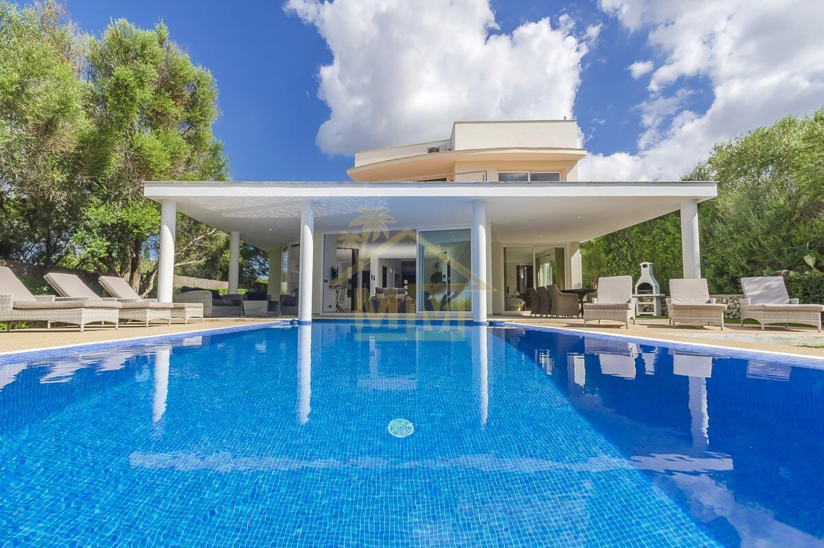 Binixica| Impressive Villa in quiet Location