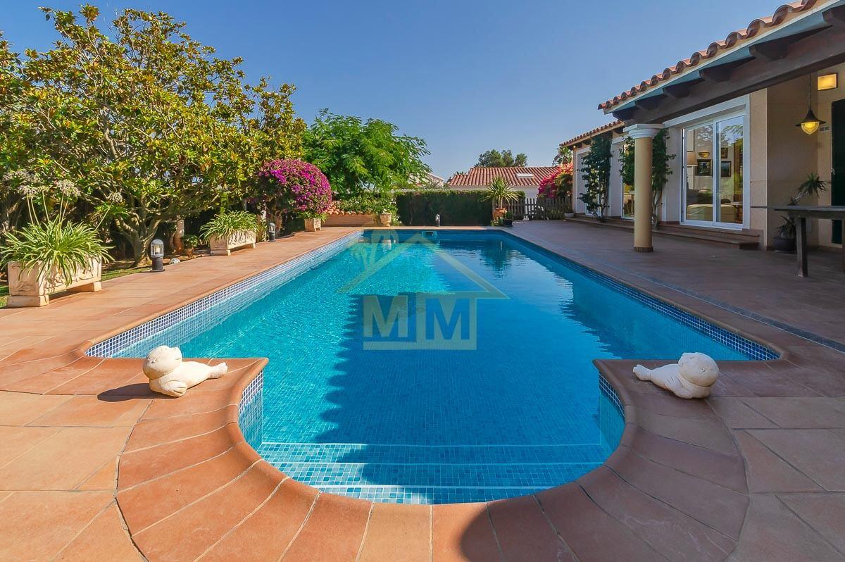 Binixica| Impeccable villa in quiet location