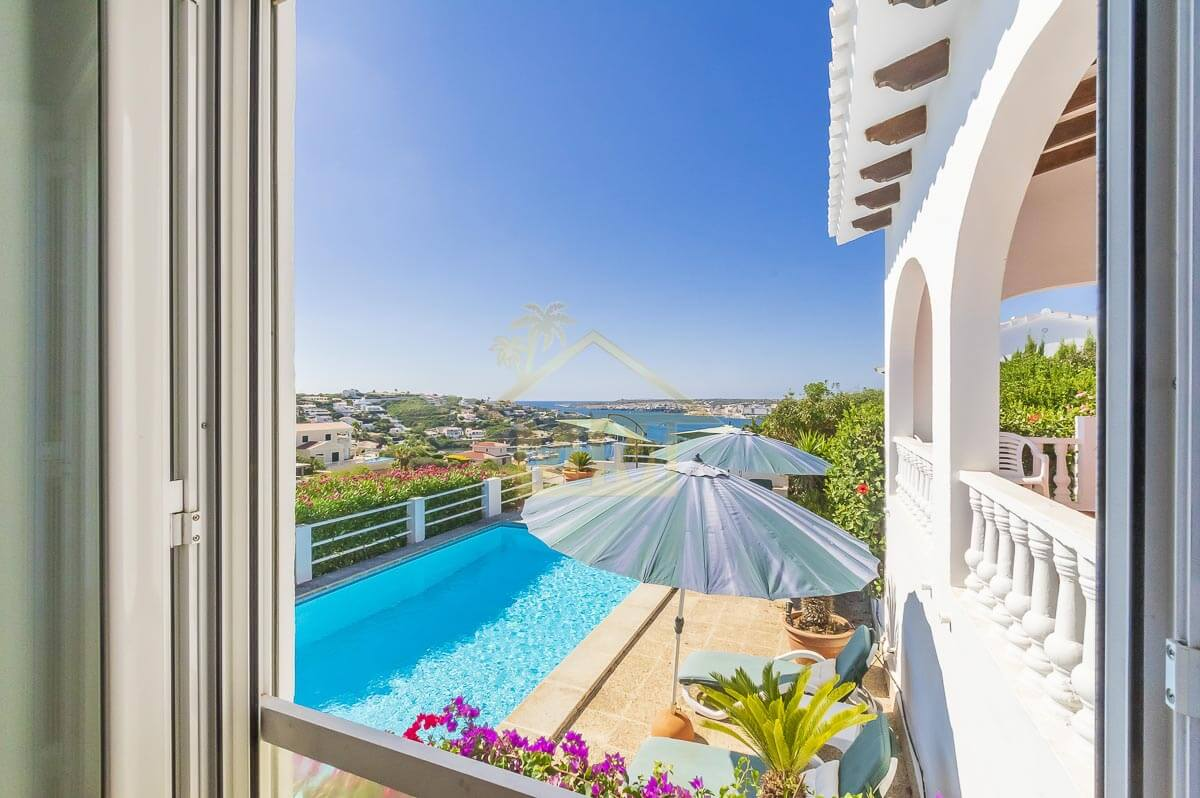Cala Llonga| Villa with sea views