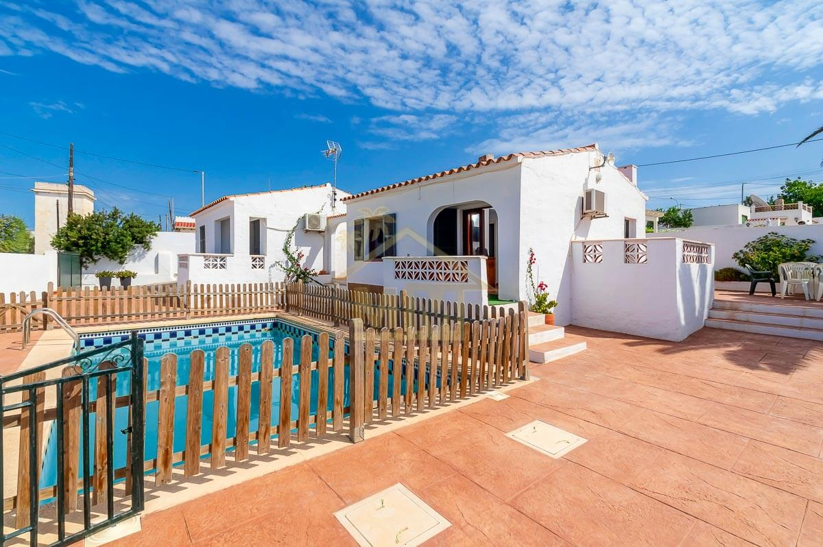 Calan Porter| 2 villas with a shared pool