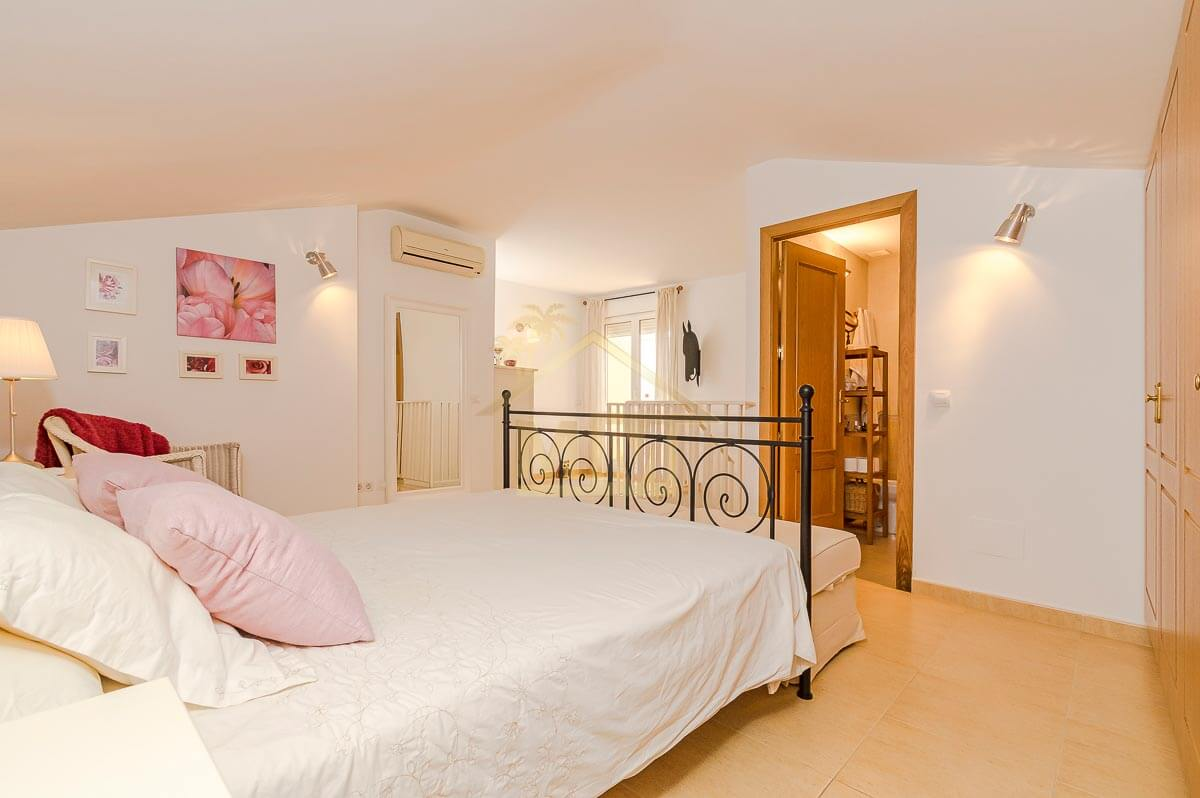 Es Castell| Duplex with communal swimming pool